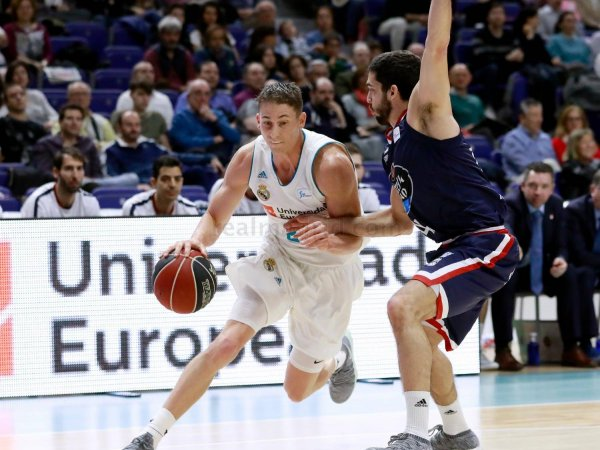Doncic reparte y Carroll dispara