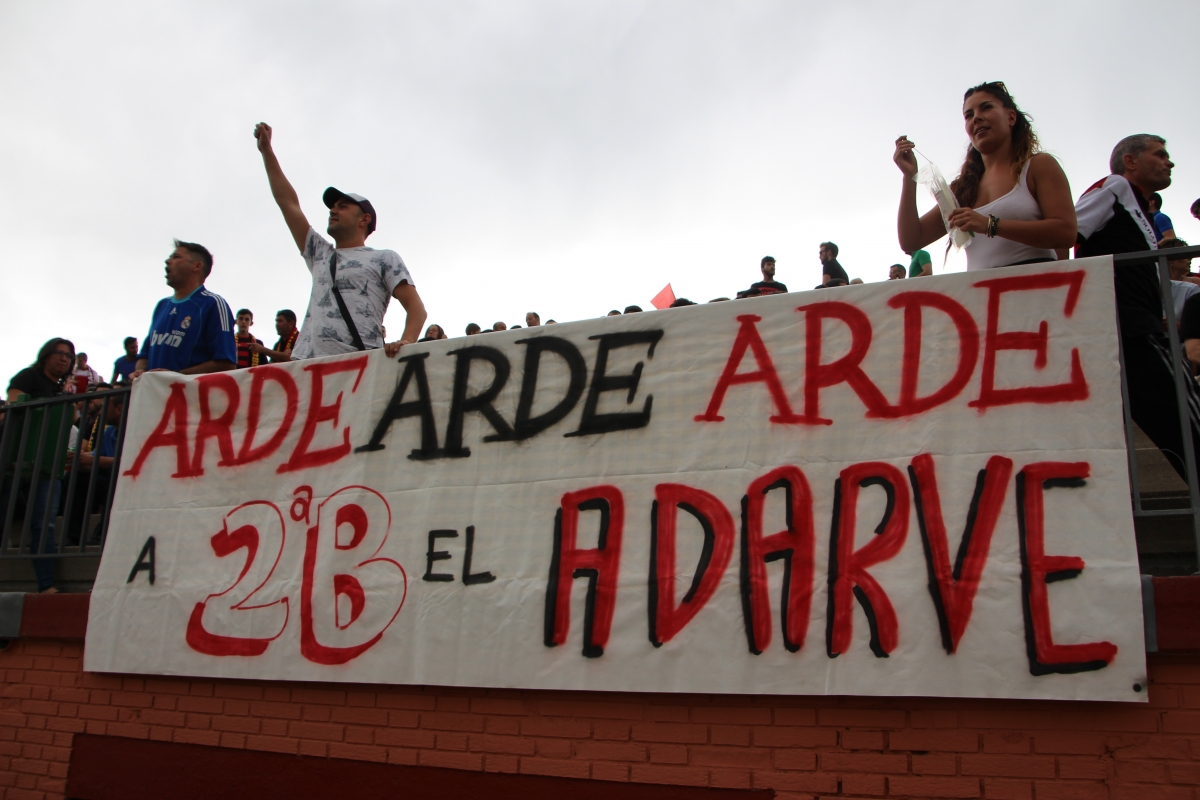 Pancarta colocada durante los play-off de ascenso a Segunda B